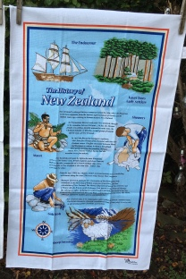 History of New Zealand: Date unknown but vintage. To read the story www.myteatowels.wordpress.com/2020/05/07/his