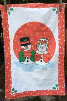Mr and Mrs Snow People: Acquired 2019, vintage. To read the story www.myteatowels.wordpress.com/2019/11/17/sno