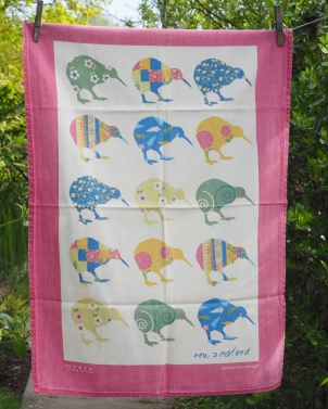 Trio of New Zealand Tea Towels: Acquired 2017, vintage. To read the story www.myteatowels.wordpress.com/2018/08/24/tri