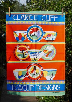 Clarice Cliffe Teacups: 2015. To read the story www.myteatowels.wordpress.com/2019/11/28/cla