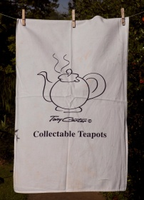 Collectable Teapots: 2002. To read the story www.myteatowels.wordpress.com/2016/08/09/col
