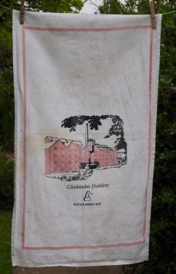 Glenkinchie Distillery: 1985. To read the story www.myteatowels.wordpress.com/2017/01/25/gle